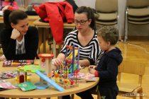 Veselo druženje djece i roditelja u knjižnici