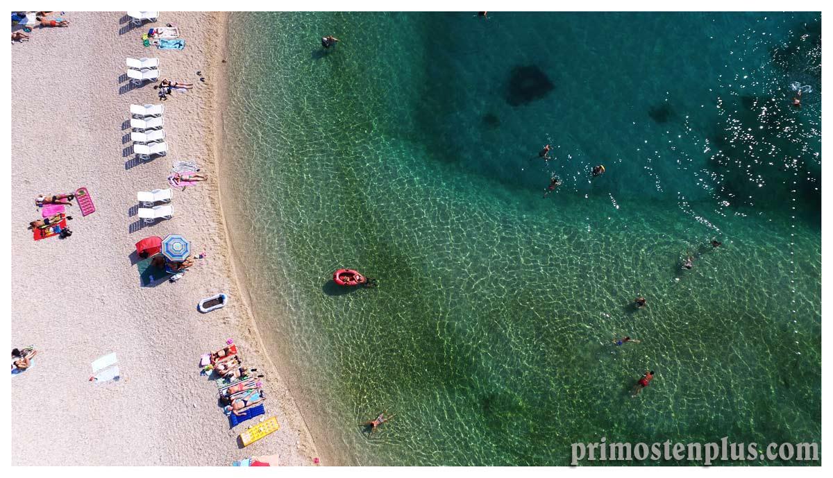 Primoštenska obala prkosi nadolazećoj jeseni