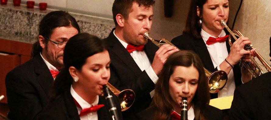 Svaki ponedjeljak od 21:30 sati na glavnom primoštenskom trgu zabavljat će vas Puhački orkestar Primošten