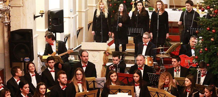 FOTO: Tradicionalni Božićni koncert PO Primošten i gospel zbora The Messengers iz Zagreba