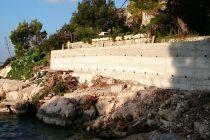 FOTO KRITIKA : Podiže se zid na samoj obali kod Bau Bara !!?!