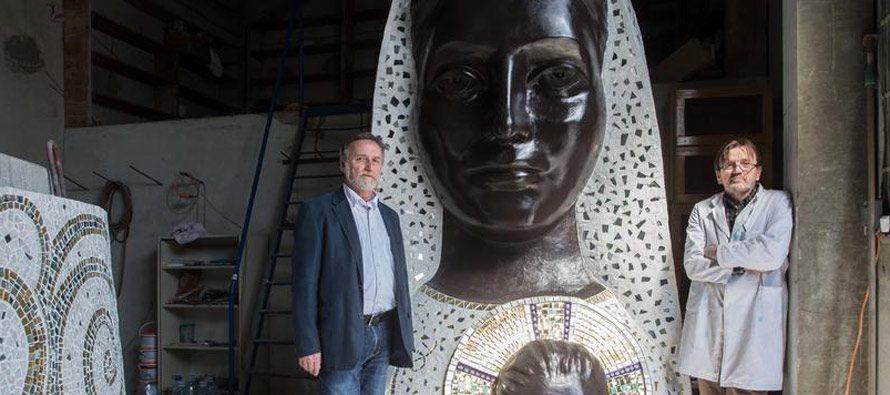 KIP GOSPE OD LORETA JE ZAVRŠEN: Arhitekt Aron Varga i mozaičar Milun Garčević u radionici u Zagrebu dovršili su spomenik Gospi od Loreta