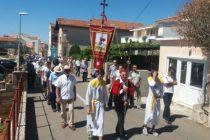Primoštenci su u nedjelju svečano proslavili povratak Gospine Prilike u Porat