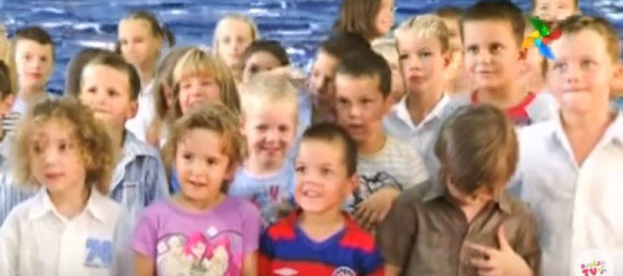 VIDEO: Prisjetimo se kako su mali simpatični Primoštenci pjevali o plavom moru