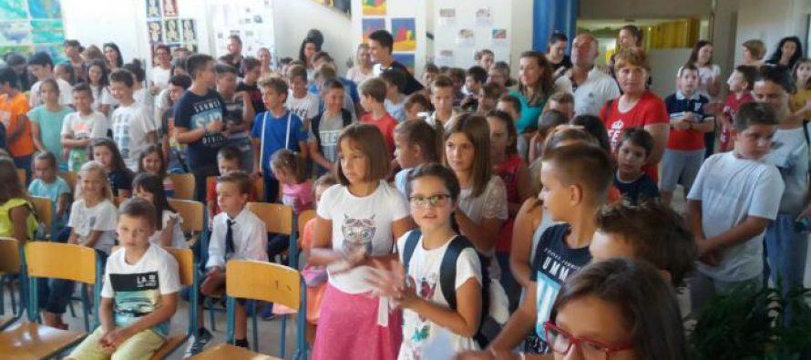 FOTO/VIDEO: Pogledajte kako je protekao prvi dan škole i TV prilog koji je snimila međunarodna televizijska kuća Al Jazeera Balkans