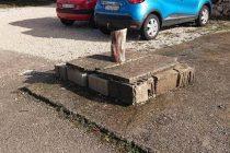 FOTO KRITIKA – Opasna septička jama