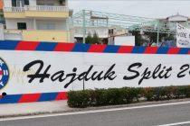 Novi mural povodom 108. rođendana Hajduka na ulazu u Primošten