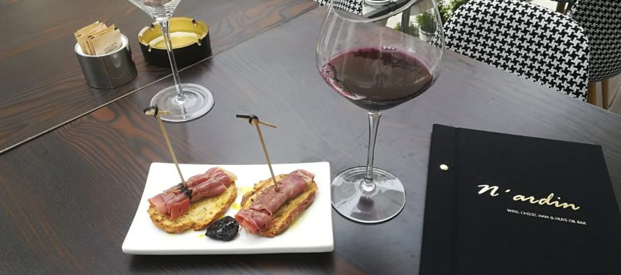 N'ardin wine, cheese, ham & olive