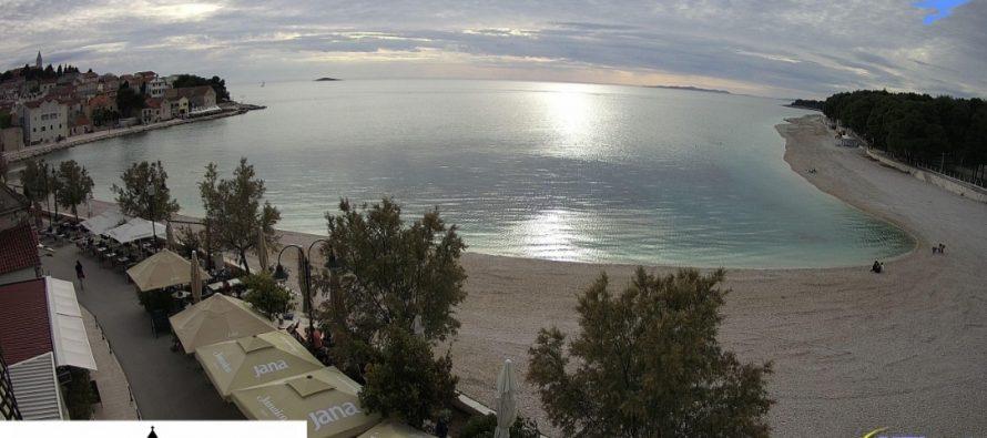 Portal Primošten Plus Vas dariva novom live web kamerom na plaži Mala Raduča!