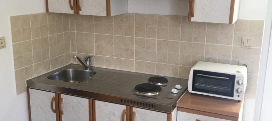 Prodaje se malo korištena dobro sačuvana kuhinja